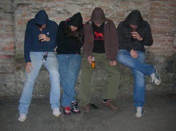 Risultati immagini per immagine di ragazzi sbandati